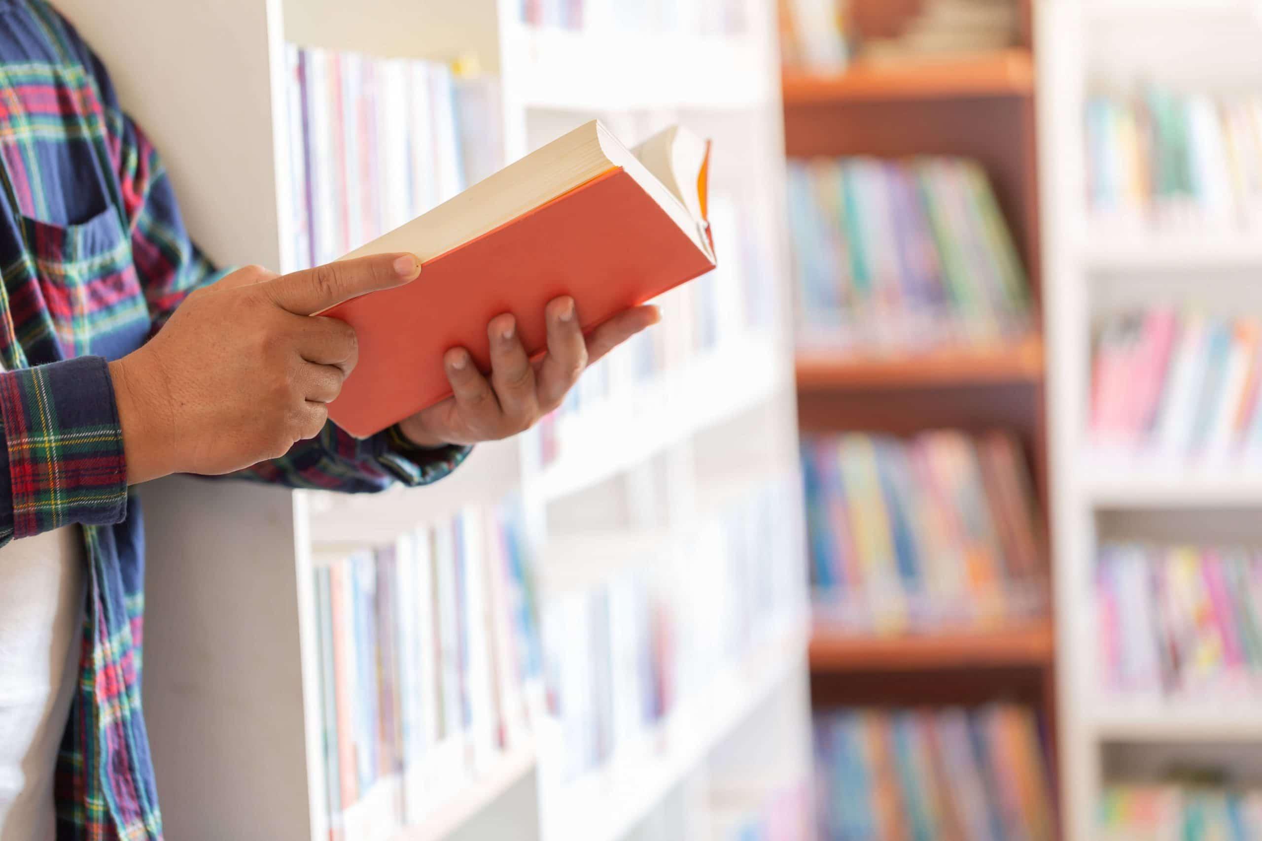 portada 3 emprendedores famosos que leen libros scaled